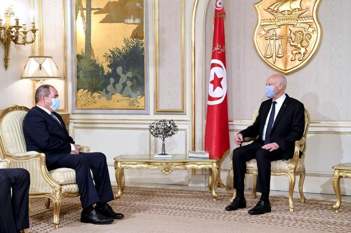 قيس سعيّد يلتقي وزير الخارجية الجزائري