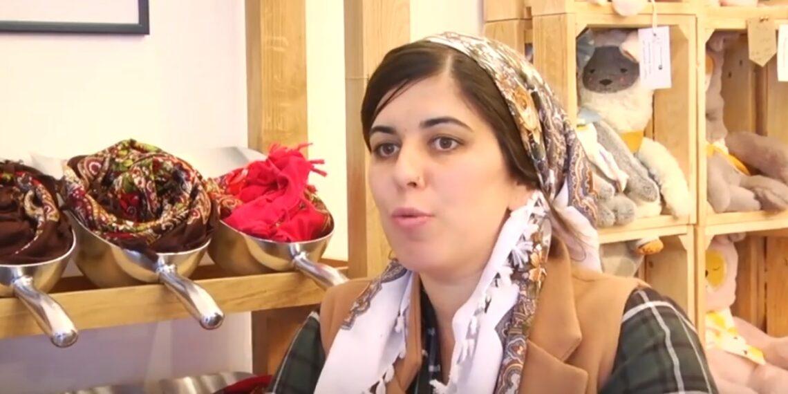 فتاة من أصول تونسية تروج للمنتوجات المحلية بإسرائيل (فيديو )