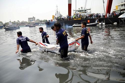 مقتل 26 شخصا في بنغلاديش جراء حادث تصادم قارب بناقلة
