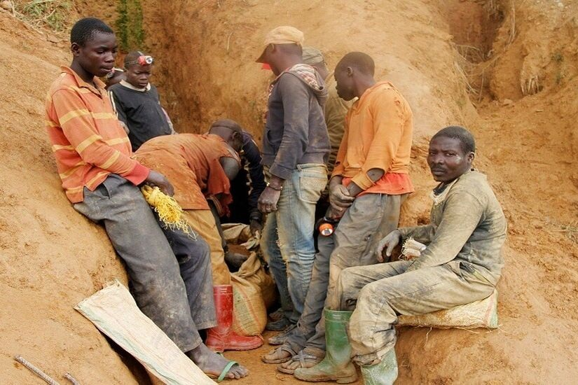 مقتل 15 شخصا على الأقل من الباحثين عن الذهب في غينيا