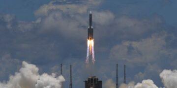 إمكانية سقوط الصاروخ الصيني الخارج عن السيطرة في أحد البلدان: مدينة العلوم تُوضح