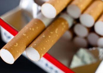 الترخيص للمساحات التجارية ببيع السجائر… هل تنتهي ظاهرة الاحتكار والتلاعب بالأسعار؟