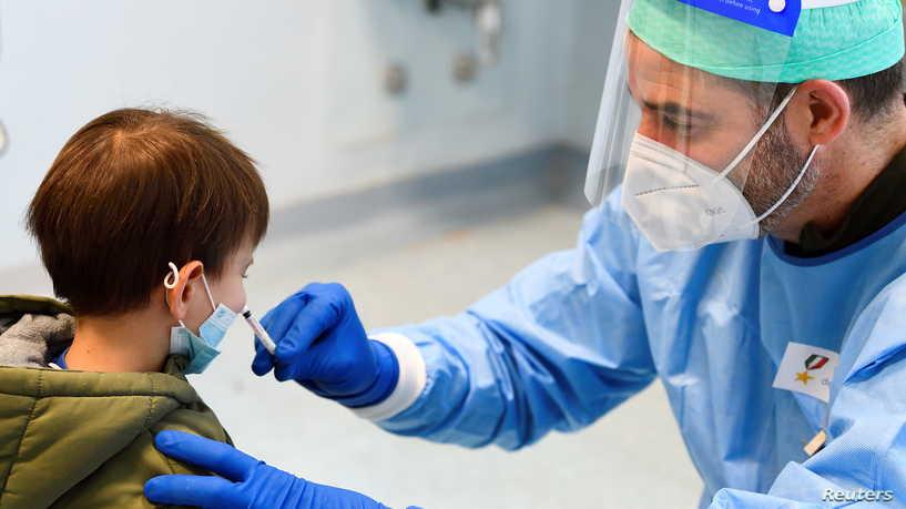 ارتفاع الاصابات بفيروس كورونا في صفوف الأطفال