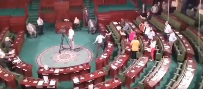 البرلمان: النائب صحبي سمارة يعتدي بالعنف المادي على عبير موسى(فيديو)
