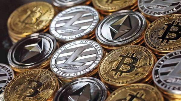 العملة المشفرة بتكوين تهبط لأدنى مستوى