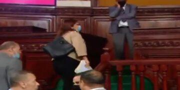 وزير التعليم العالي تُغادر الجلسة العامة