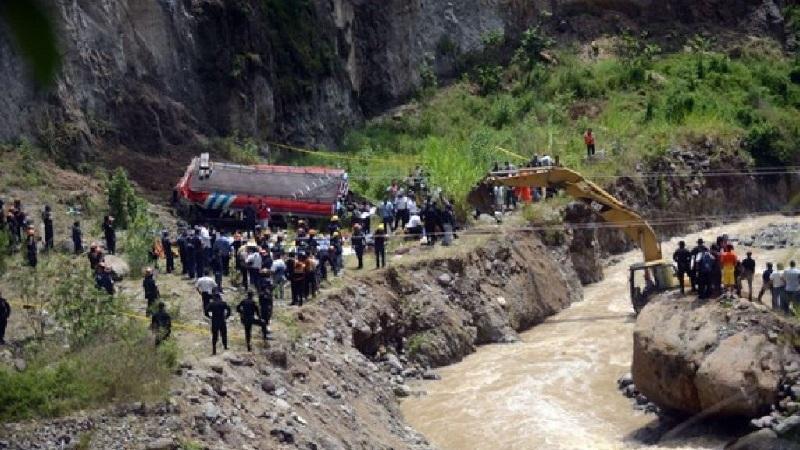 مصرع 17 شخصا إثر سقوط حافلة في واد جبلي في بيرو