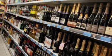 وزير المالية: نعمل على الغاء رخص بيع الكحول