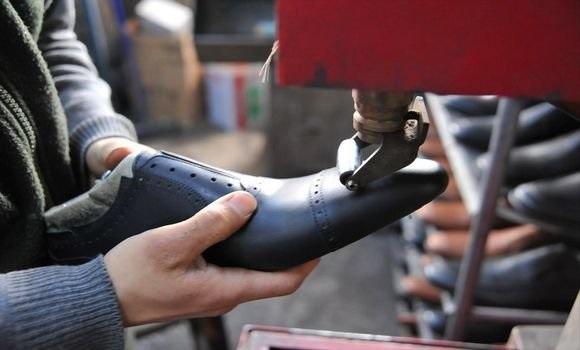 بلاغ يهمّ  موردي ومصنعي الأحذية والمصنوعات المماثلة