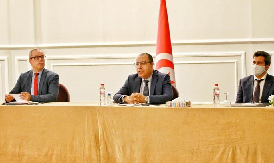 """المشيشي خلال اجتماعه بالكتل الداعمة لحكومته: """"الوضع يفرض توحيد الجهود للخروج من الأزمة"""""""