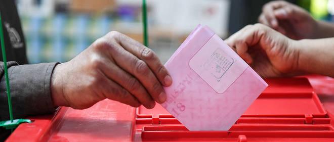 لجنة النظام الداخلي بالبرلمان تصادق على الصيغة الأولية لتعديل القانون الإنتخابي