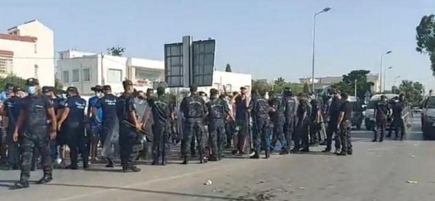 أمام البرلمان: مواجهات بين أنصار حركة النهضة وأنصار رئيس الجمهورية