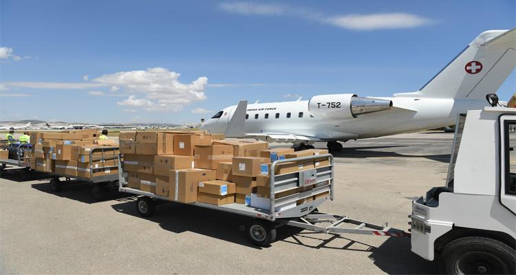 سويسرا ترسل طائرة محملة بالتجهيزات الطبية إلى تونس