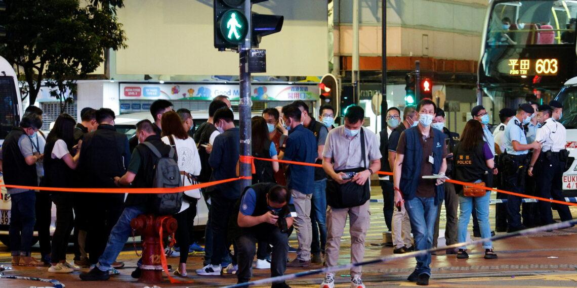 طعن شرطي في هونغ كونغ