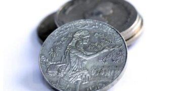 الدينار التونسي يتحسن مقابل الأورو ويتراجع مقابل الدولار