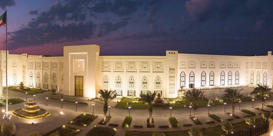 وزيرا الخارجية الكويتي والتونسي يبحثان تطور الأوضاع في تونس