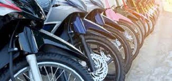 إجبارية الحصول على رخصة سياقة بالنسبة إلى الدراجات الصغيرة والمتوسطة