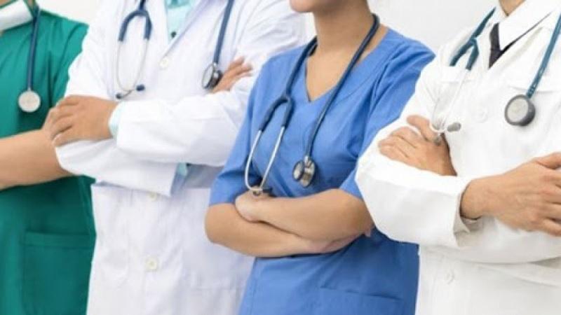 وزارة الدفاع تدعو الإطارات الطبية وشبه الطبية إلى تعزيز جهود مجابهة كورونا