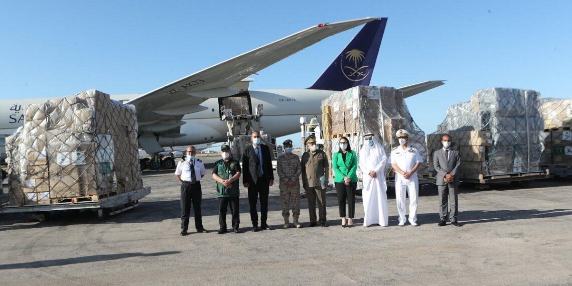 وصول طائرتين سعوديتين محملتين بمساعدات طبيبة إلى تونس