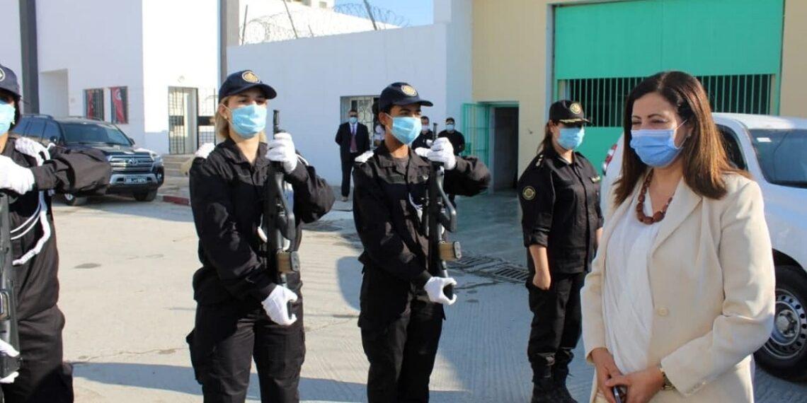 وزيرة العدل بالنيابة تزور سجن النساء ومركز إصلاح الأطفال الجانحين