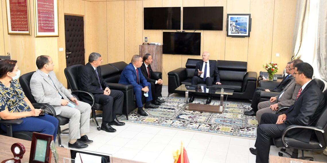 رئيس الدولة يلتقي عددا من إطارات وزارة الداخلية