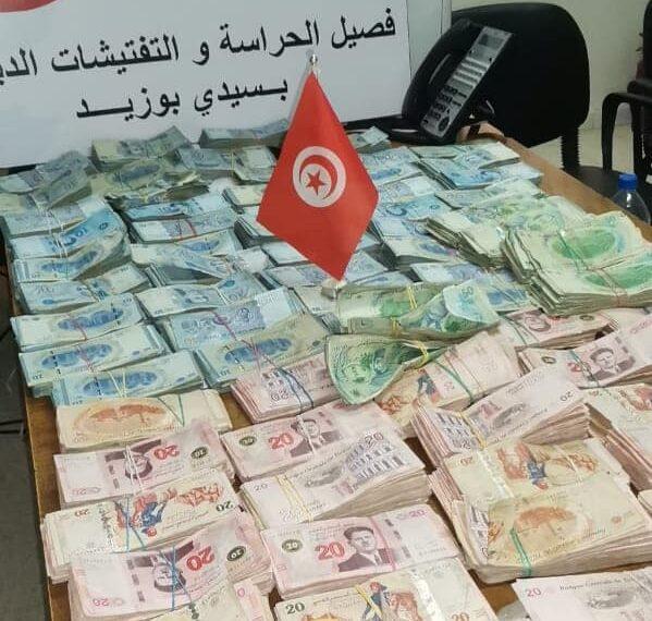 قليبية: مصالح الديوانة تحجز مبالغ مالية مهربة وكميات من السجائر
