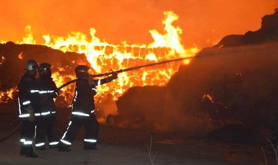 القيروان : النيران تقترب من التجمعات السكنية في جبل السرج بالوسلاتية