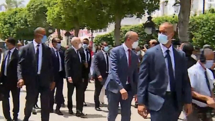 رئيس الجمهورية في شارع الحبيب بورقيبة