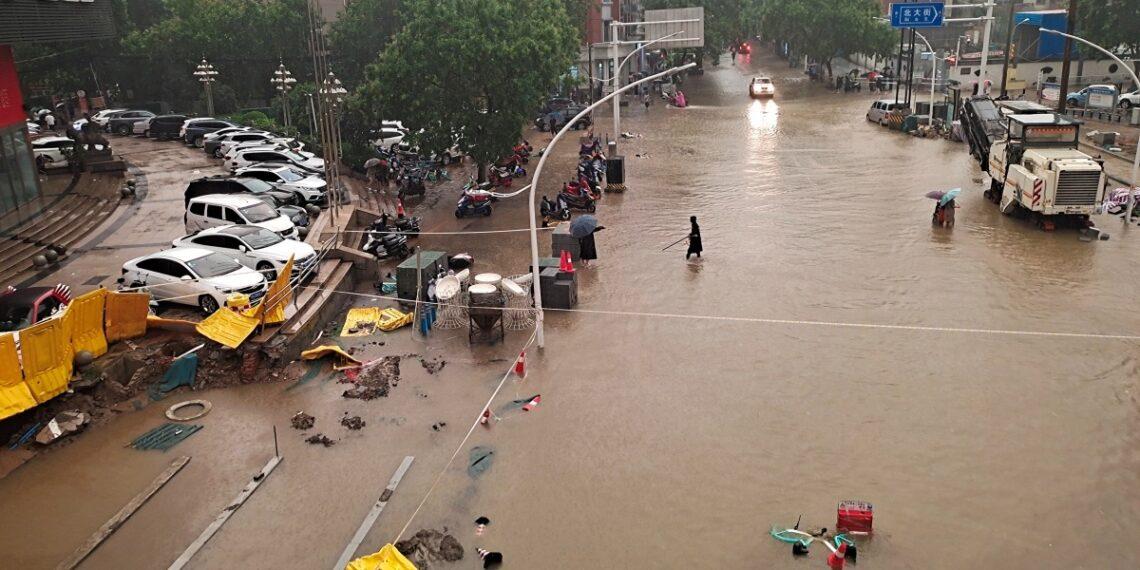 مقتل 21 شخصا إثر هطول أمطار غزيرة وسط الصين