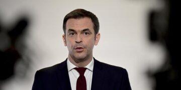 فرنسا: إيقاف 3000 موظف من القطاع الصحي عن العمل لعدم تلقيحهم