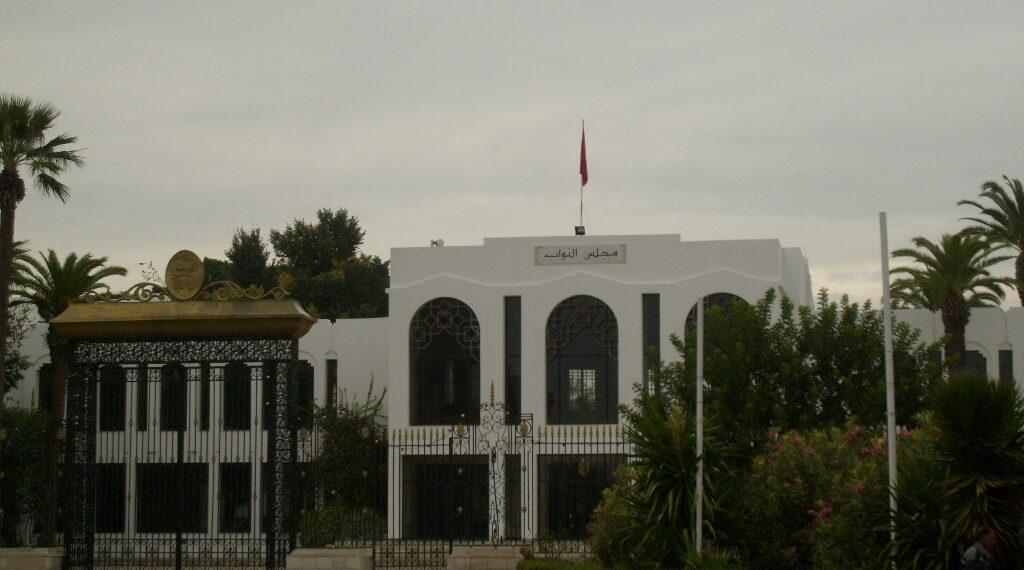 منع الإطارات والإداريين من دخول البرلمان