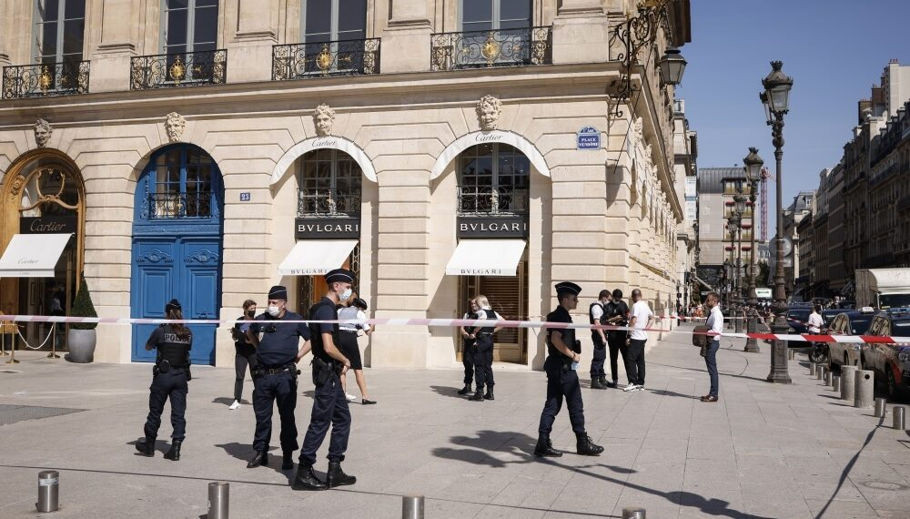في سطو مسلح: سرقة مجوهرات بقيمة 10 ملايين يورو في باريس