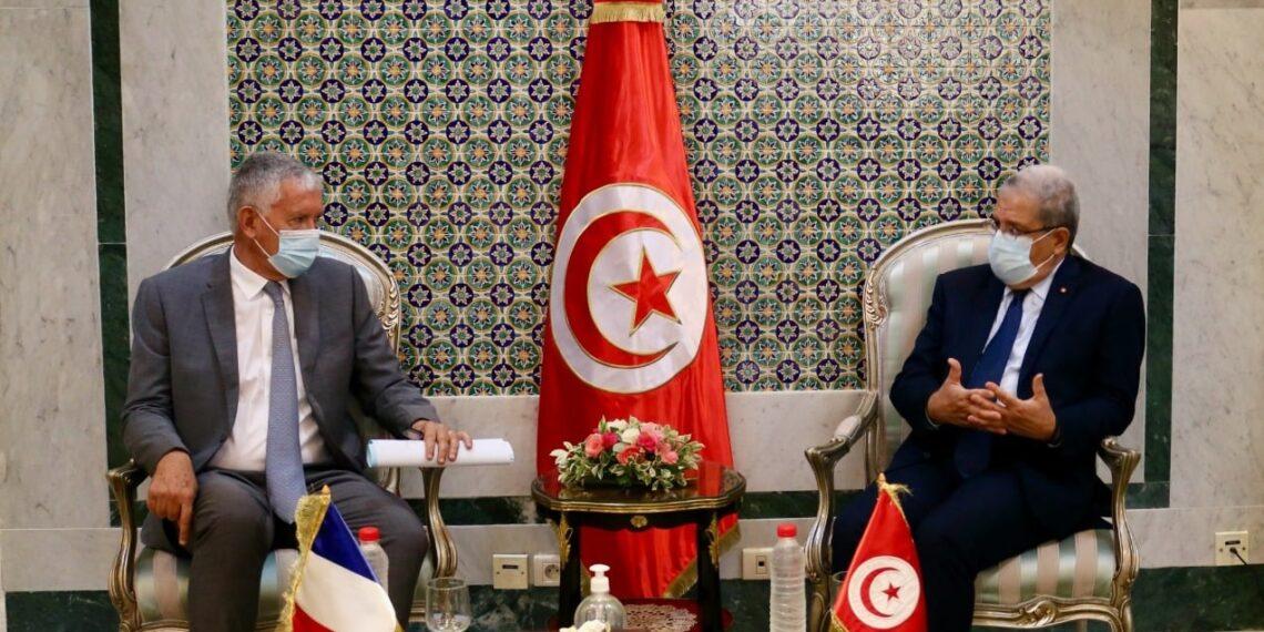 "سفير فرنسا :"" نتفهّم قرارات قيس سعيّد"""
