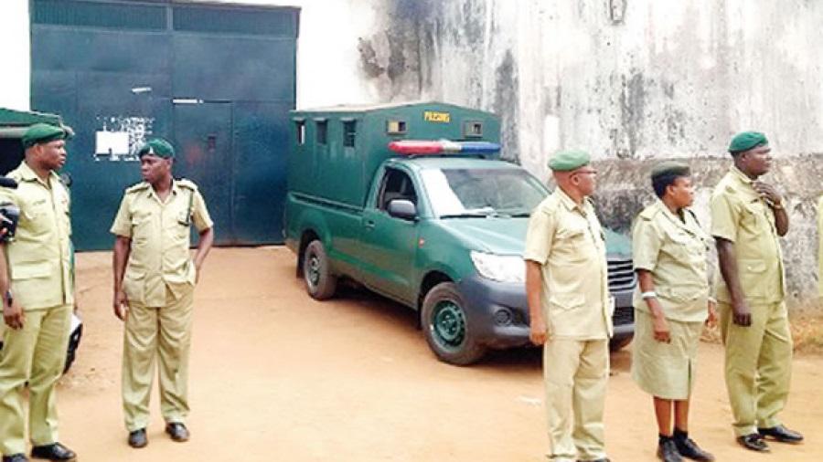 نيجيريا: فرار 240 سجينا إثر هجوم مسلح