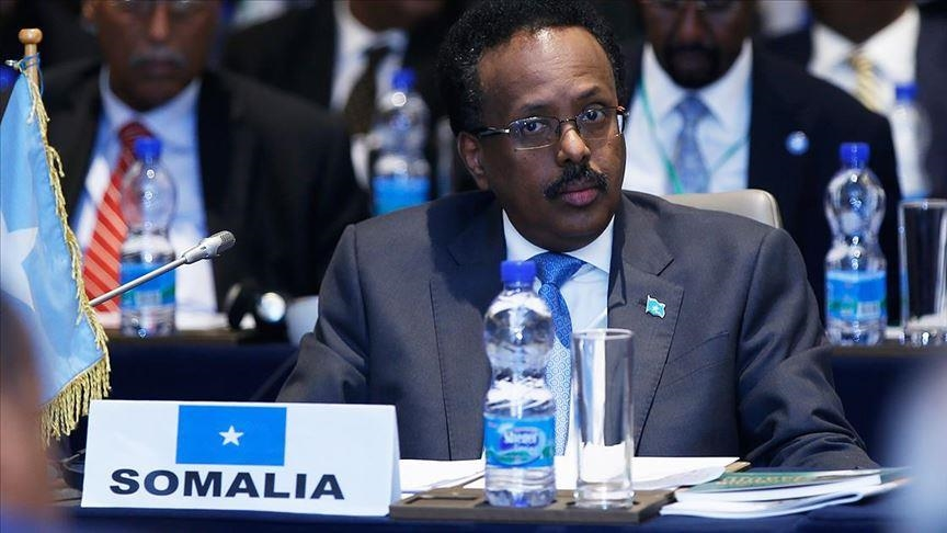 الرئيس الصومالي يقلص صلاحيات رئيس وزرائه