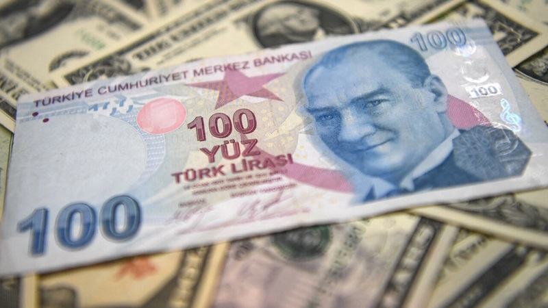 الليرة التركية تهوي إلى أدنى مستوياتها