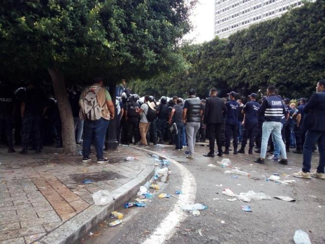 المحتجون يغادرون شارع الحبيب بورقيبة