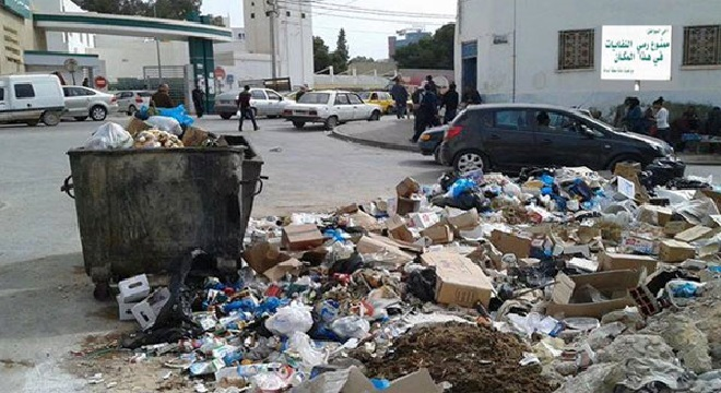"""أكثر من 3 آلاف طن من النفايات المتراكمة في شوارع """"صفاقس """""""