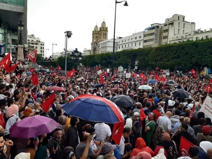 """مصادر أمنية :""""عدد المحتجين يتجاوز 3500 شخص إلى حدود الساعة 11 صباحا """""""