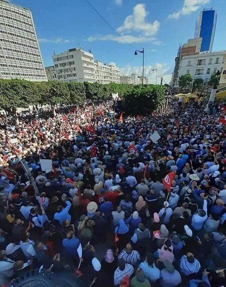 انطلاق المسيرة الرافضة لإجراءات قيس سعيد الاستثنائية