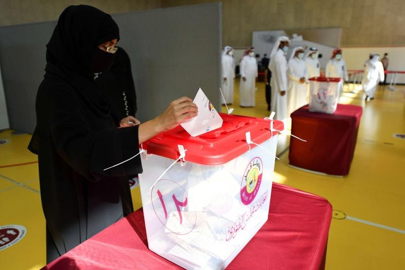 القطريون يصوتون اليوم في أول انتخابات لمجلس الشورى