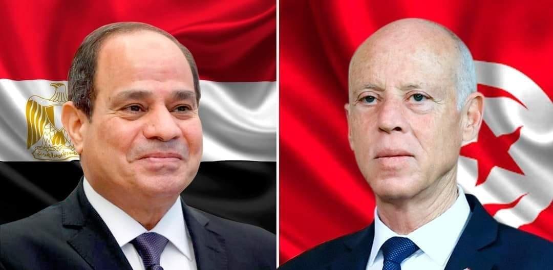 قيس سعيّد يجري مكالمة هاتفية مع عبد الفتاح السيسي